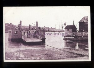 h2187 - Isle of Wight - One of the earlier Floating Bridges, E.Cowes - postcard