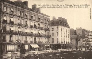 CPA Rennes - Le Jardin sur la Vilaine ou Place de la République (112052)