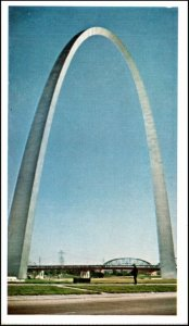 "Jefferson National Expansion Memorial ""Gateway Arch"" St Lous MO Postcard"
