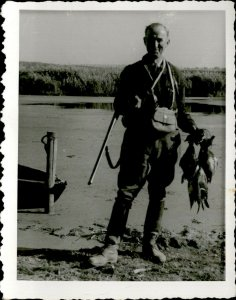 IMF00028 hunting hunter rifle vintage clothes ducks trophy real photo 7x10 cm