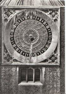 Middlesex Postcard - Hampton Court Palace - Astronomical Clock 1540 - Ref AB3000