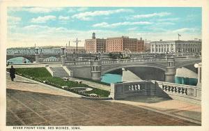 Des Moines Iowa~Buggy on Bridge over the DM River~Downtown~1920s Postcard