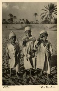 libya, Three very Young Arab Boys, Children Bambinos (1940s) H. Schlösser Photo