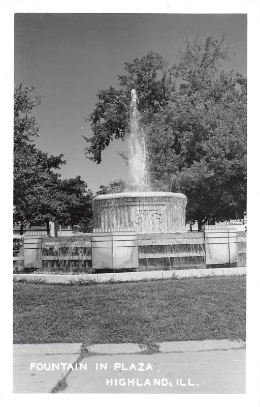Highland Illinois~Plaza Fountain~Gift Shop Sign~1950s Real Photo