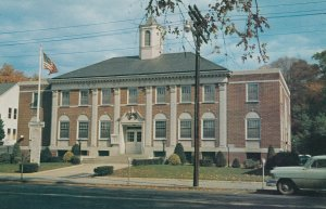 SOUTHINGTON, Connecticut, 40-60s; A View of the Town Hall
