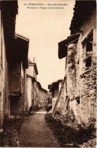 CPA Pérouges Rue des Rondes, Maison á etage surplombant (684089)