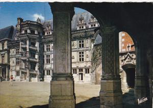 France Blois Cour d'honneur du Chateau L'aile