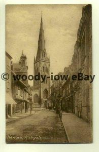 tp7941 - North'hants - A Street facing Church in Newark, Kirkgate -  postcard