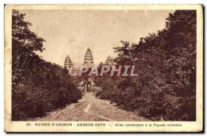 Postcard Ancient Ruins of Angkor Vath & # 39Angkor Allee leading to the easte...