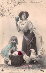 BG20266  woman with egg and a child   easter ostern