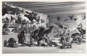RP: WISCONCIN DELLS , 1930-40s ; Pioneer Village Stuffed Animals