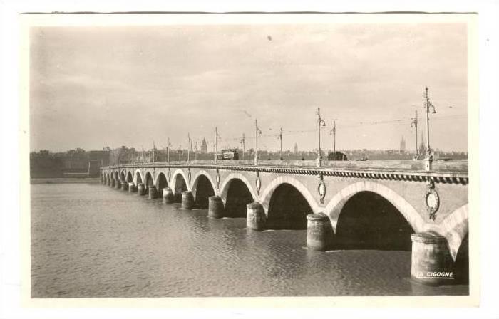 RP, Le Pont Sur La Garonne, Bordeaux (Gironde), France, 1920-1940s