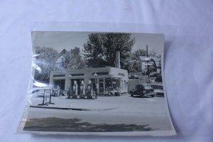 Ca. 1940's Black & White Original Photo Shell Gas Station Davis Service
