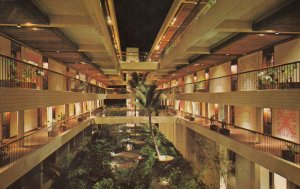 MAUNA KEA BEACH HOTEL, Hawaii, 1950-1960s ; Interior Courtyard
