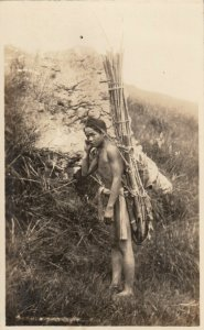 RP: PHILIPPINES , 00-10s ; Man Carrying Bamboo