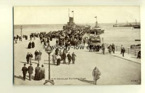 tp7828 - Isle of Man - Crowded Victoria Pier with Ferries, in Douglas - postcard