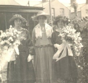 Portrait family group postcard RPPC real photograph antique ladies with flowers