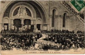 CPA LOURDES Benediction du T.S. Sacrement (412332)