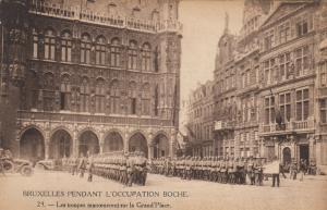 BRUXELLES , Belgium , 1910s; Les troupes manoevrent sur la Grand'Place