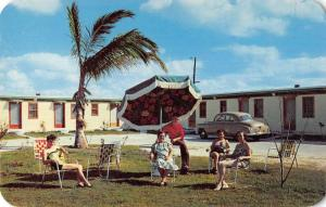 Dania Florida motel guests Beachway Motel courtyard vintage pc Z40335