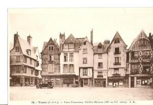 Postal 026795 : Tours, Place Plumereau, Vieilles Maison (XII au XV siecle)