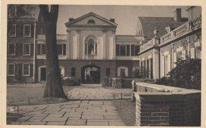 NEW HAVEN , CT , 1930s ; YALE ; Pierson College Court, Park St Gate