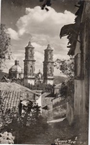 RP: Taxco , Mexico , 1937 ; Cathedral