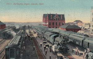 LINCOLN , Nebraska , 1912 ;  Burlington Railroad Depot , Trains