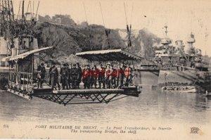 PORT MILITAIRE DE BREST Le Pont Transbordeur, soldiers being transported - crane