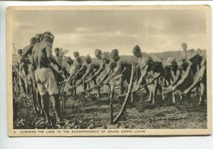 438890 AFRICA Sierra Leone Clearing land to accompaniment of drums Old TUCK