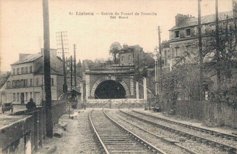 France Lisieux Entree du Tunnel de Trouville 02.44