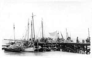 Gambia, Banjul, Bathurst., Groundnut Season, boats, bateaux
