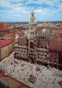 Muenchen marienplatz und Rathaus Cityhall Airview