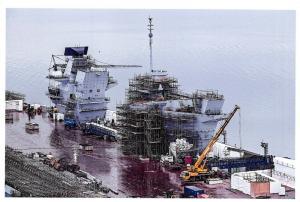 Postcard Royal Navy Aircraft Carrier HMS Queen Elizabeth Under Construction 50O