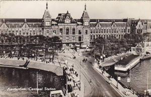 RP: Amsterdam , Netherlands , 30-40s ; Centraal Station