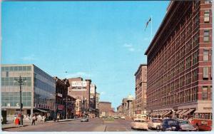 WINNIPEG, MAN  CANADA  PORTAGE AVE STREET SCENE  1958   Cars  Postcard