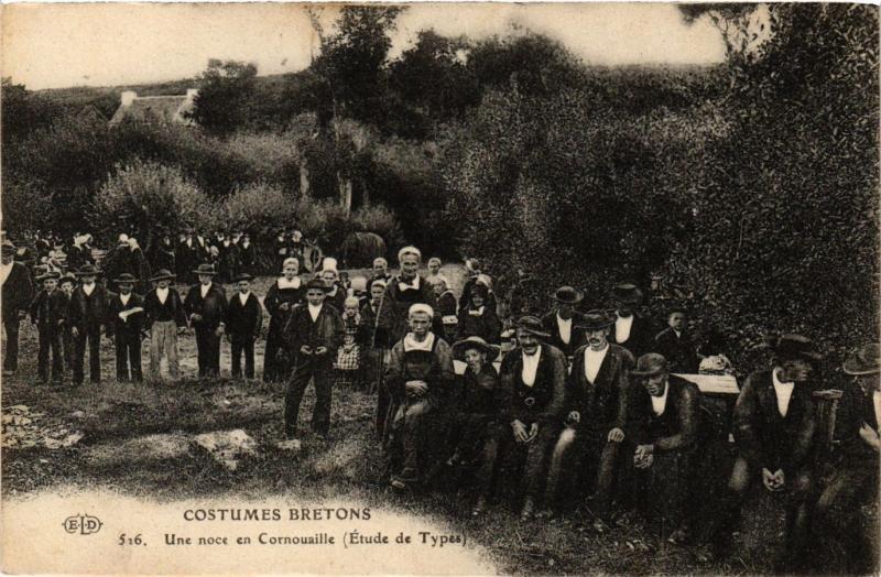 CPA Costumes Bretons Une noce en Cornouaille FRANCE FOLKLORE (789537)