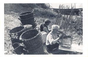 Nostalgia Postcard 1948 Men Basket Making, Banks of River Severn Repro Card NS16