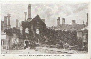Middlesex Postcard - Gardener's Cottage - Hampton Court Palace - Ref 1997A