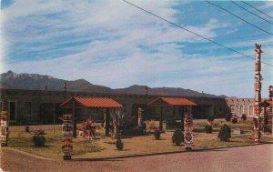 Bowie Arizona Range Motel Totem Pole roadside Dexter Postcard 8401