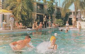 SARASOTA , Florida, 50-60s ; Golden Host Motor Hotel, Swimming Pool