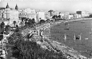 France La Cote d'Azur, Cannes La Plage de la Croisette les Palaces