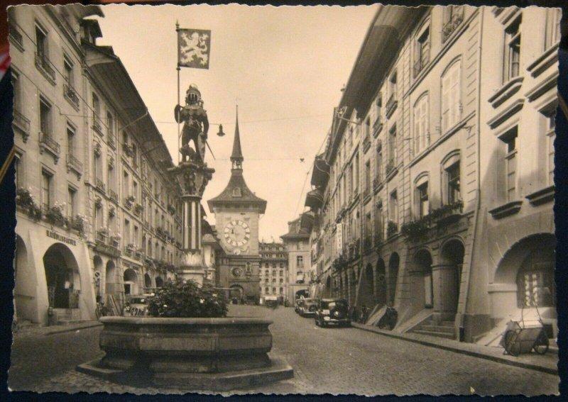 Switzerland Bern Kramgasse mit Zeitglocken und Zahringer Brunnen - unposted