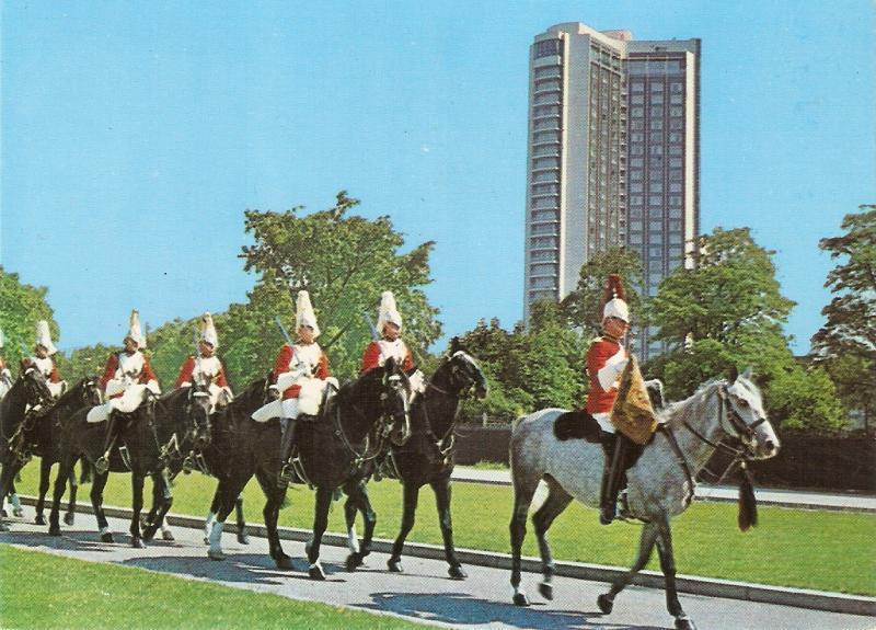 Mounted Horse Guards passing the London <hilton Nice English PC Size 6x4