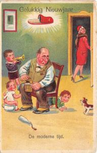 BG14676 comic man with children and dog  new year gelukkig nieuwjaar netherlands
