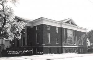 Clarion Iowa~Church of Christ~Domino & Round Windows~Neighbors RPPC c1950