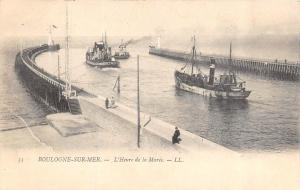 BOULOGNE-SUR-MER, France  L'HEURE DE LA MAREE  Boats~Lighthouse c1910's Postcard
