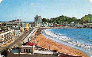 El Bulevar y la Playa de las Olas Atlas Mexico Tarjeta Postal 1972