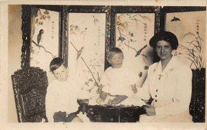 uk41939 family british family in japan willeam close