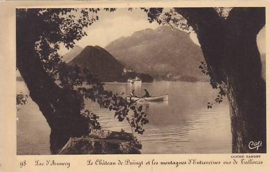 France Annecy Le Chateau de Duingt et les montagnes d'Entrevernes vus de...